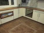Классическая кухня в коричневых тонах